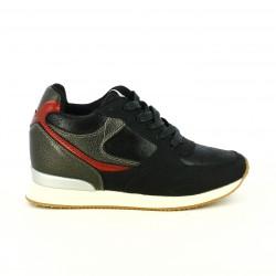 zapatillas deportivas Mustang negras y rojas con cuña interior