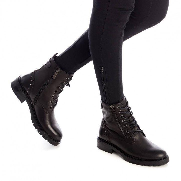 Botines planos Carmela negros con tachuelas en el tobillo - Querol online