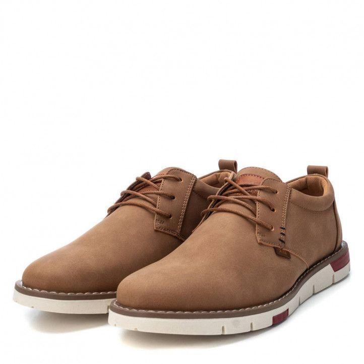 Zapatos vestir Xti marrones con cordones y detalle rojo en la suela - Querol online