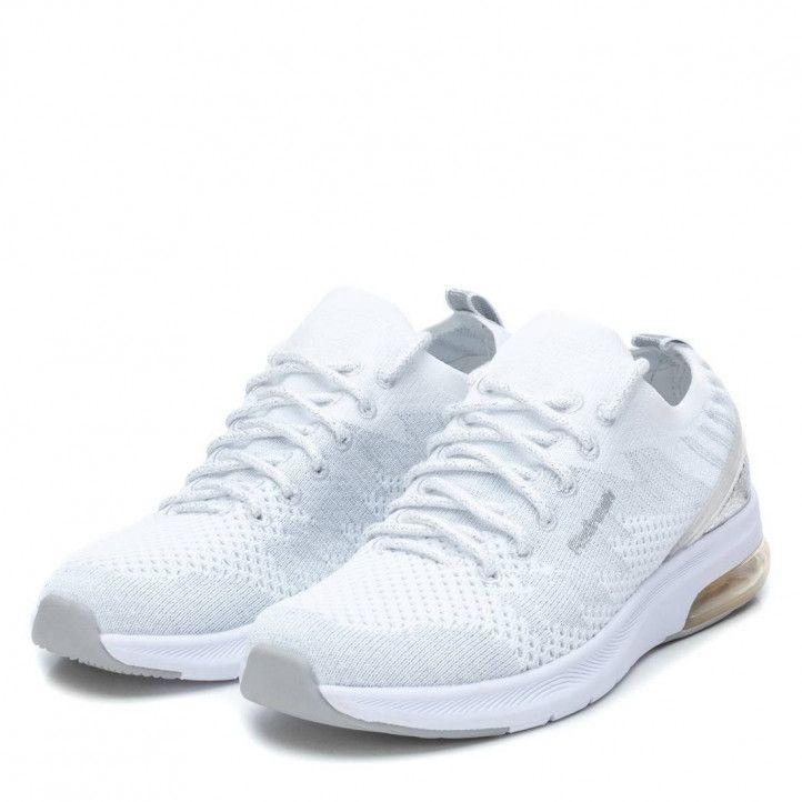 Zapatillas deportivas Refresh blancas de cordones con orificios y detalle plateado - Querol online