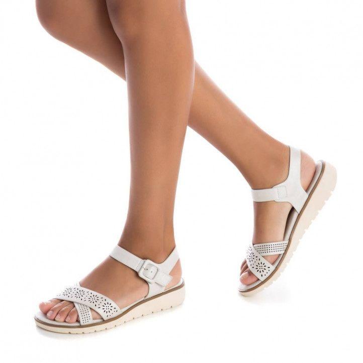 Sandàlies falca Xti blanques de dble tira amb detalls encunyats - Querol online