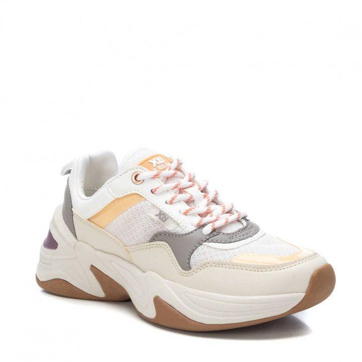Zapatillas deportivas Xti blancas con detalles grises, amarillos y morados - Querol online