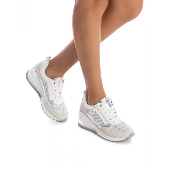 Zapatillas deportivas Xti blancas y plateadas de malla con cuña - Querol online