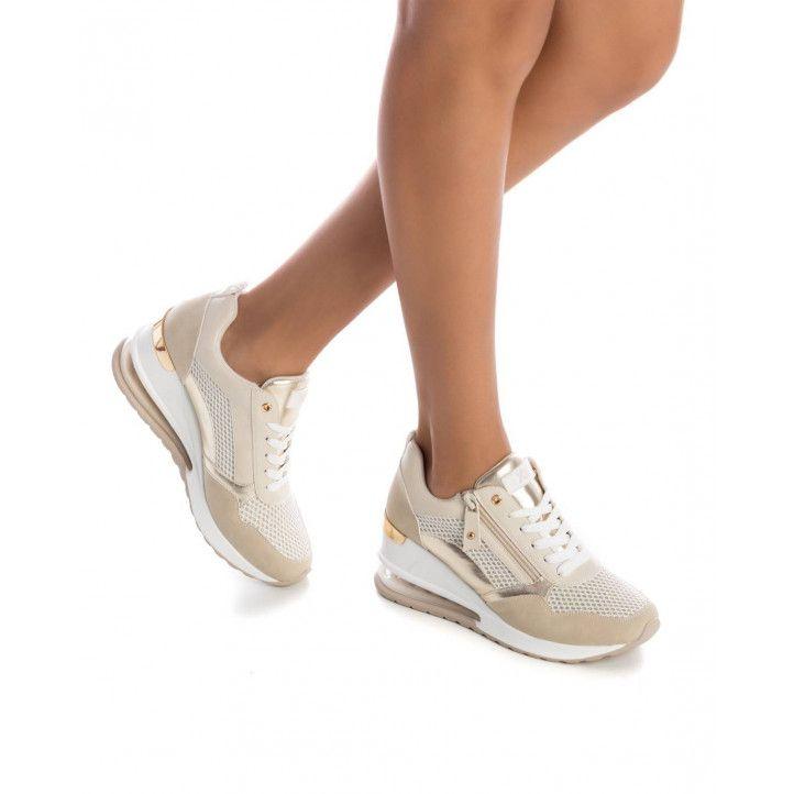 Zapatillas deportivas Xti beige y doradas de malla con cuña - Querol online