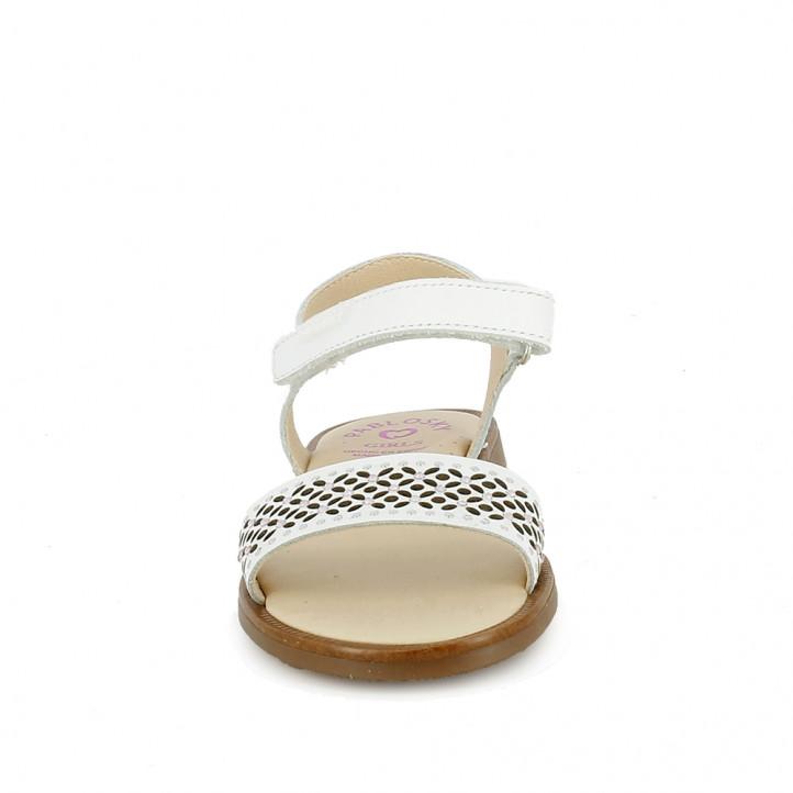 sandàlies Pablosky blanques de pell amb sivella i detall floral - Querol online