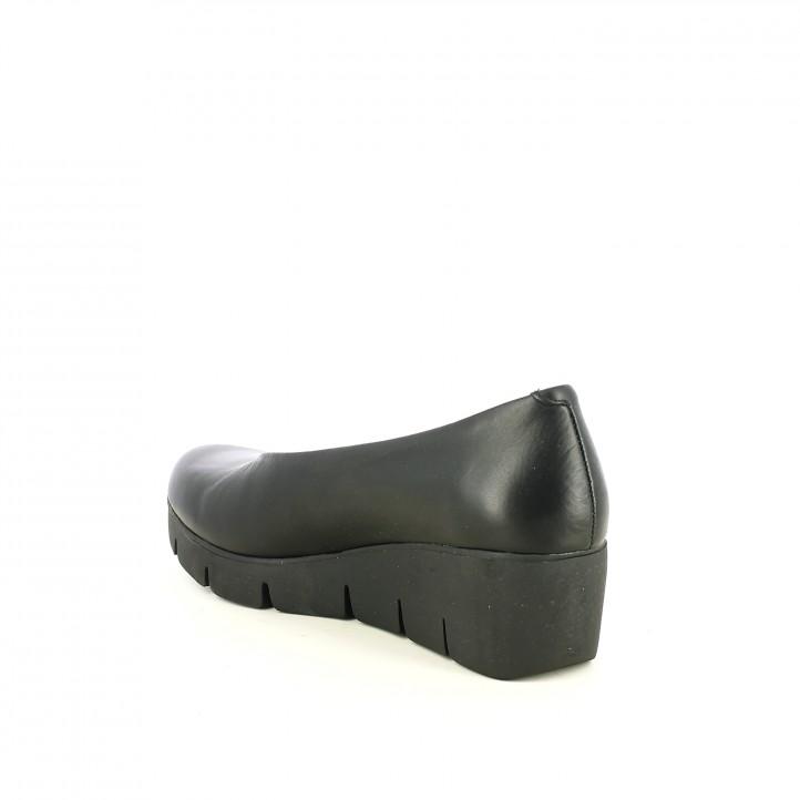 sabates de falca SUITE009 negres de pell llisa tancades - Querol online