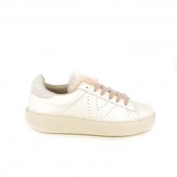 zapatillas deportivas VICTORIA blancas con pelo rosa y perlas - Querol online