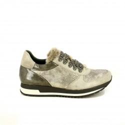 zapatillas deportivas FLUCHOS grises con pelo y charol - Querol online