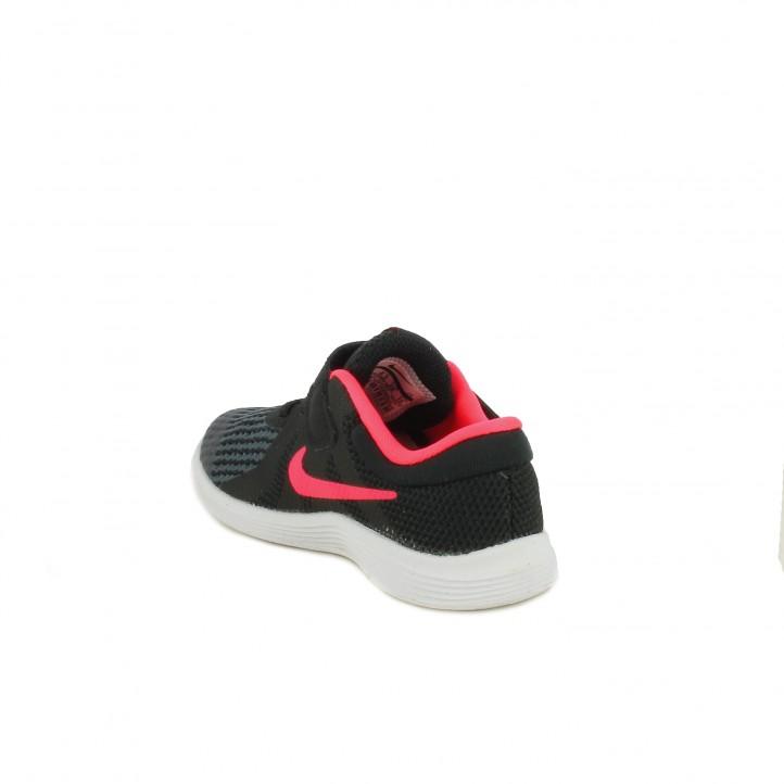 Sabatilles esport Nike revolution 4 negres amb detalls fucsia - Querol online