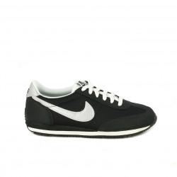 Zapatillas deportivas Nike negras de cordones con detalles plateados - Querol online