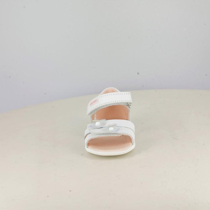 sandalias Pablosky blancas con velcros y flores en la puntera - Querol online