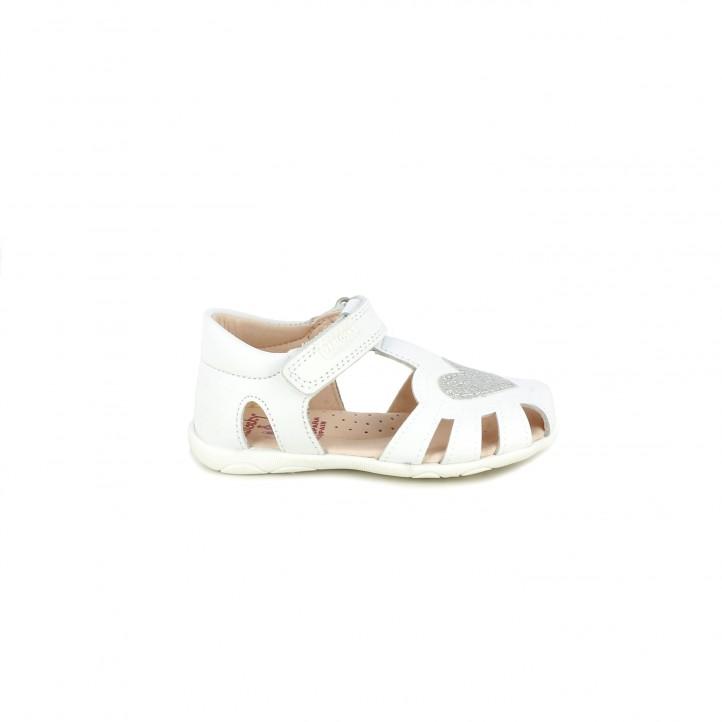 sandalias Pablosky blancas con velcro y corazon en la puntera - Querol online