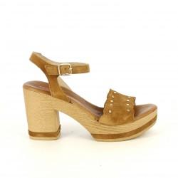 Sandalias tacón Redlove de piel marrones con hebilla, tachuelas y tacón de madera - Querol online