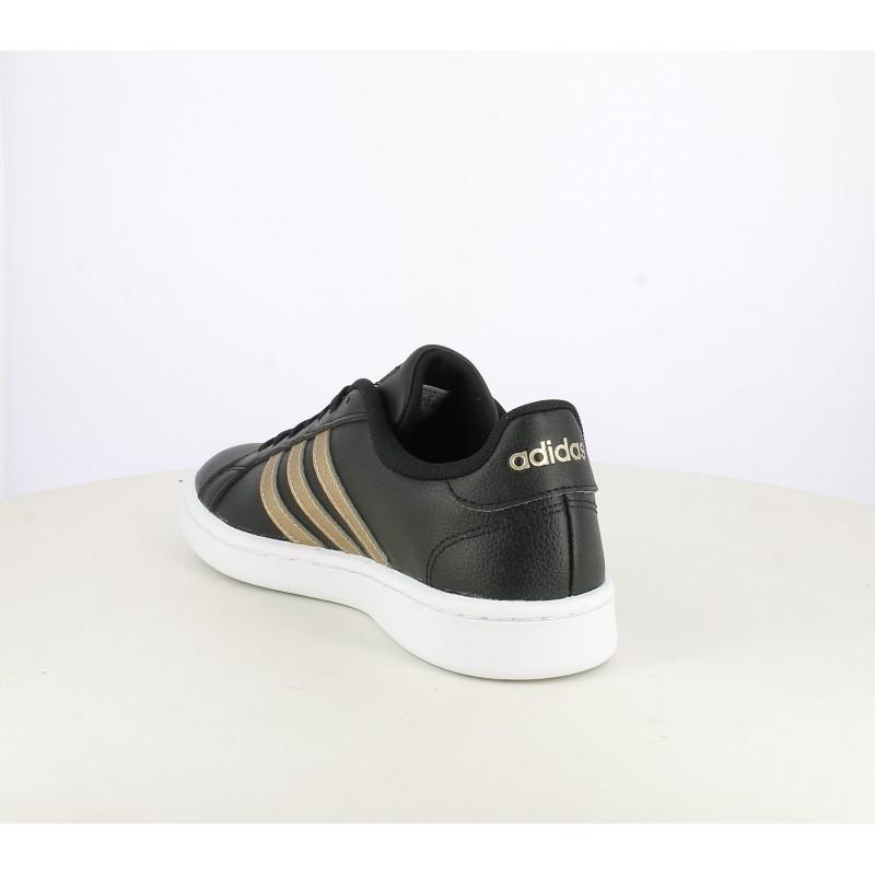 Zapatillas deportivas Adidas grand court negras con franjas doradas