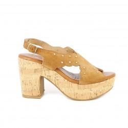 Sandalias tacón Redlove marrones de piel con tachas doradas - Querol online