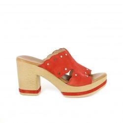 Zuecos Redlove rojos de piel con tachas doradas - Querol online