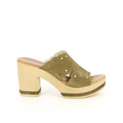 Zuecos Redlove verdes de piel con tachas doradas - Querol online