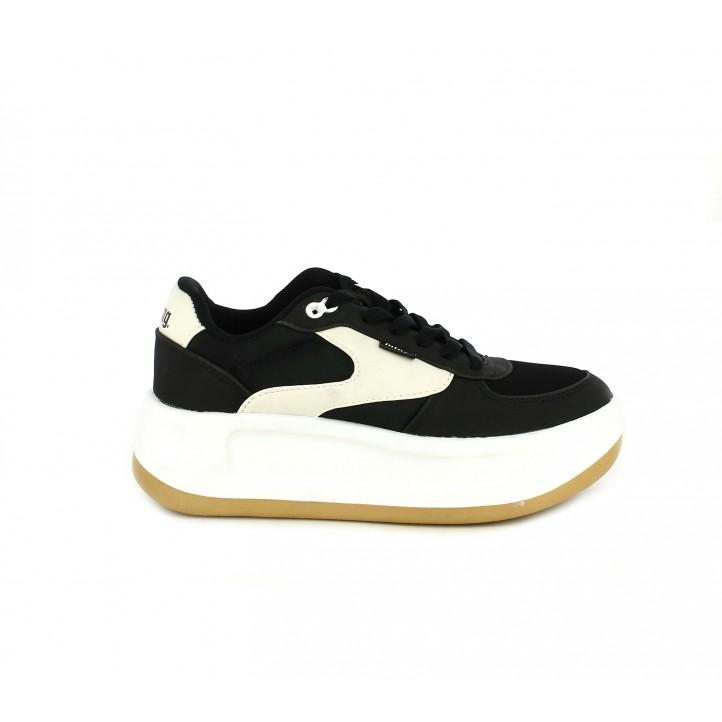 Zapatillas deportivas Mustang negras y blancas con cordones y plataforma - Querol online