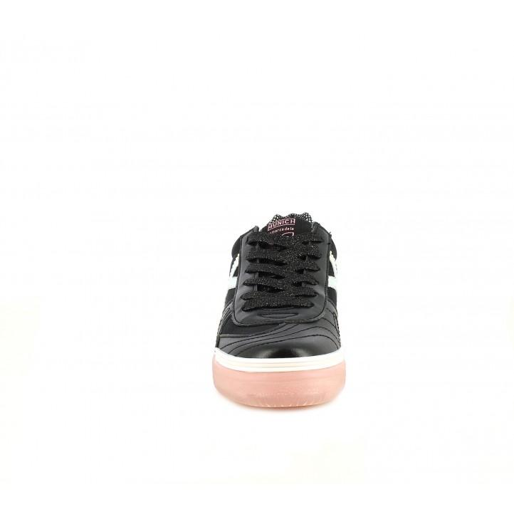Zapatillas deporte MUNICH detalles holográficos con suela de goma translúcida en color rosa - Querol online