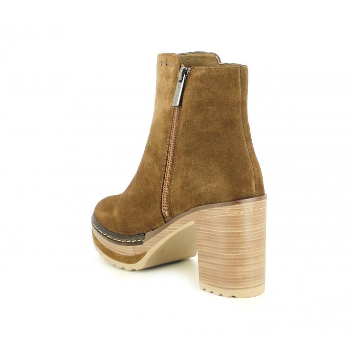 Botines tacón Carmela marrón con plataforma y tachas decorativas - Querol online