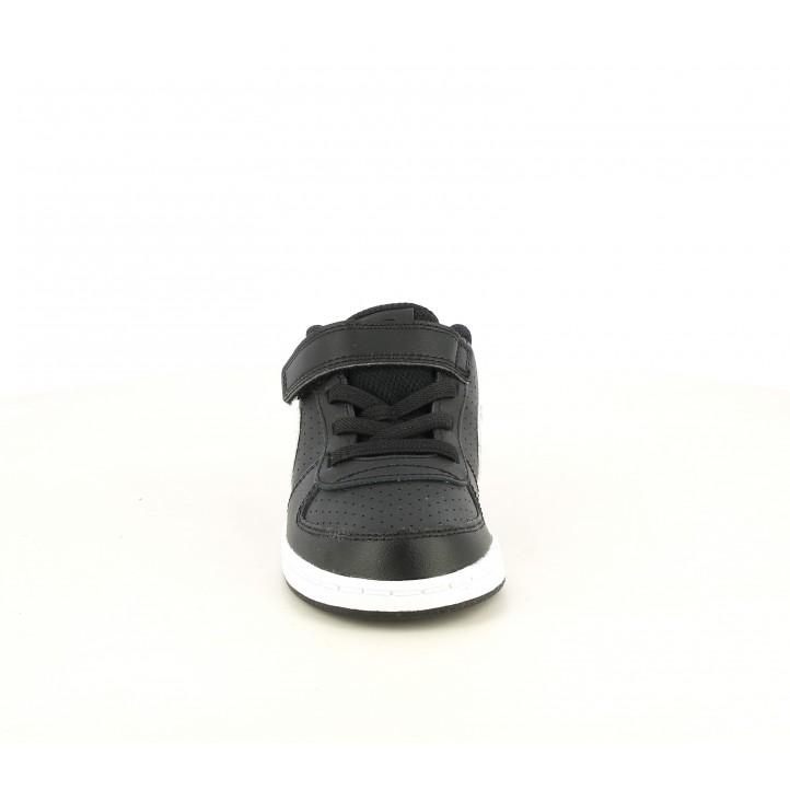 Sabatilles esport Nike negres amb detalls florals - Querol online