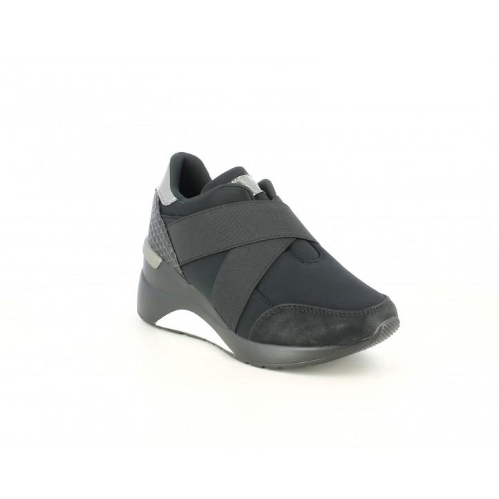 Zapatillas deportivas Maria Mare negras con cierre elástico cruzado y detalles brillantes - Querol online