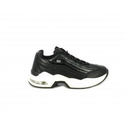 Zapatillas deportivas Xti negras de cordon con combinación en diferentes texturas - Querol online