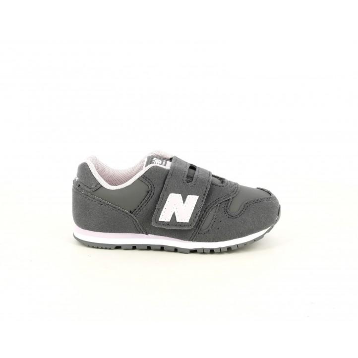 Zapatillas deporte New Balance grises con detalles en rosa - Querol online