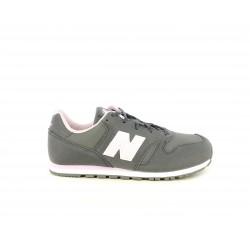 Zapatillas deportivas New Balance gris con detalles en rosa