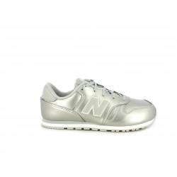 Zapatillas deportivas New Balance plateado con detalles en blanco