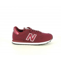 Zapatillas deportivas New Balance burdeos con detalles brillantes al mismo tono