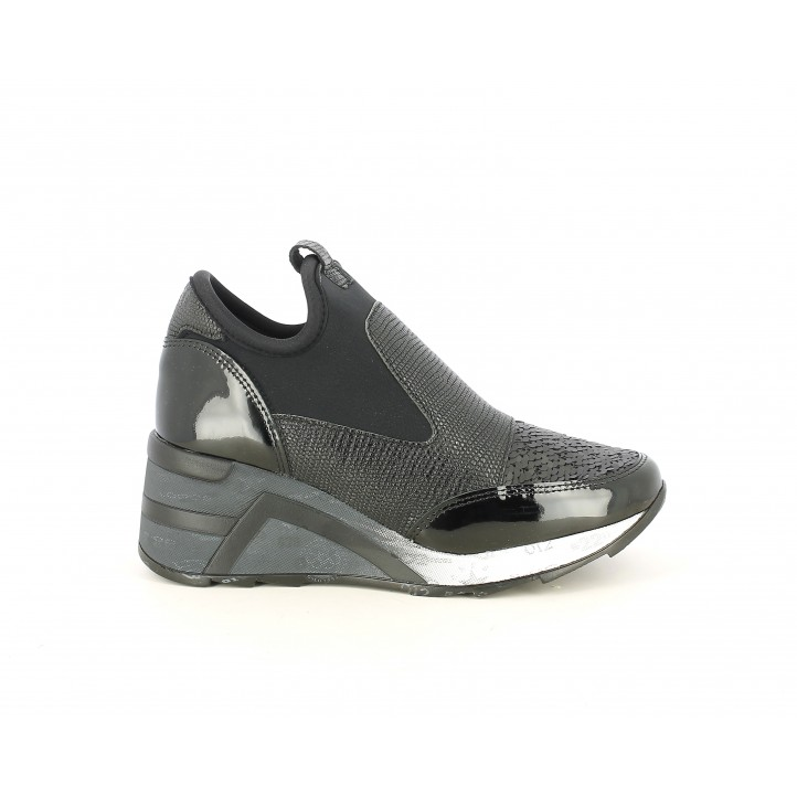 Zapatillas deportivas Cetti negras, combinada con charol y diferentes texturas - Querol online