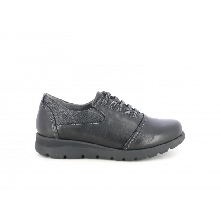 Zapatos planos Dchicas negros con detalles en textura, plantilla extraible y cuña interna - Querol online