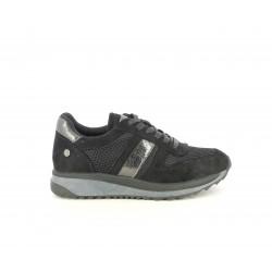 Zapatillas deportivas Xti negras con cordones combinado con detalles plateados - Querol online