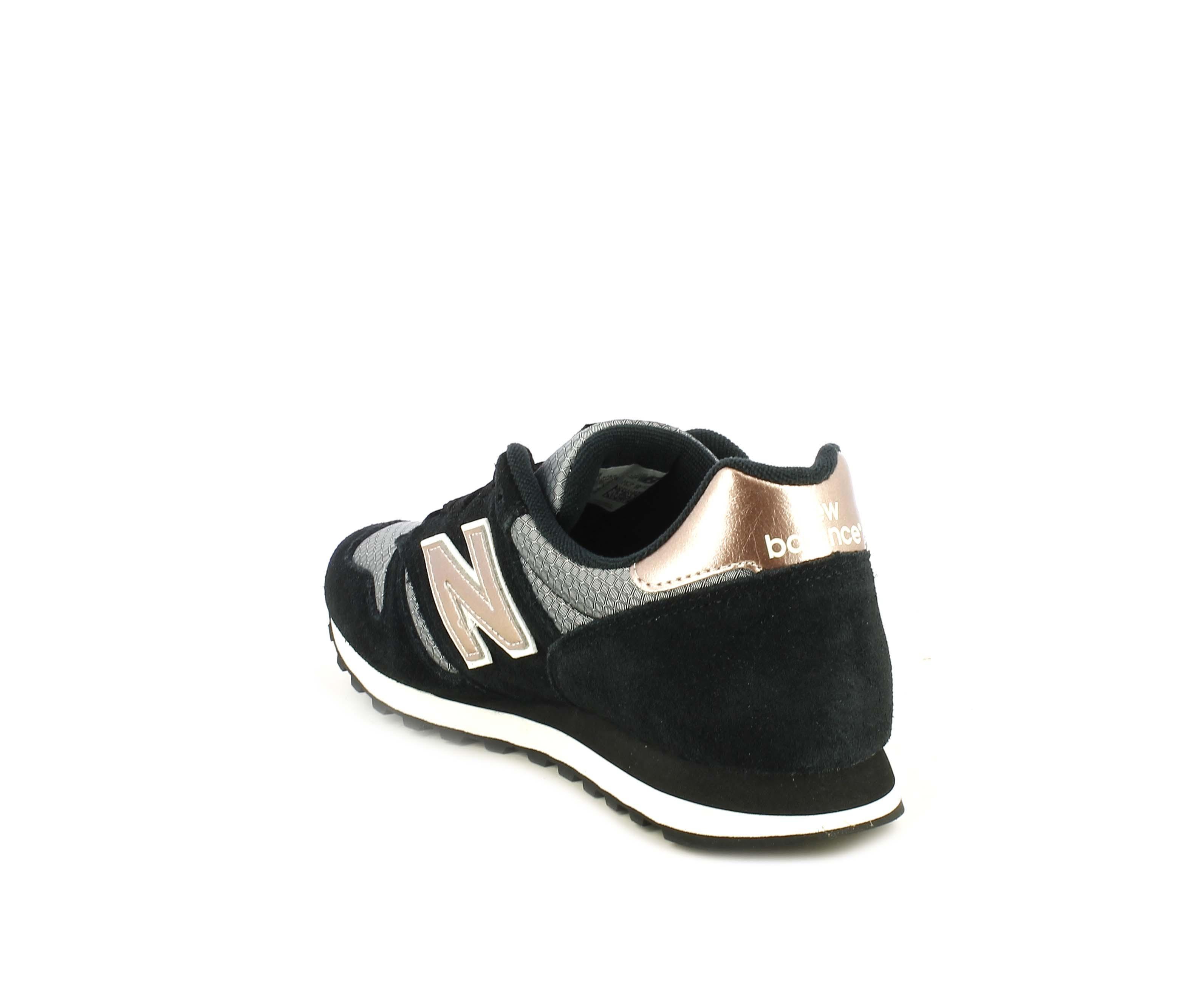 Zapatillas deportivas New Balance negras con detalles dorados