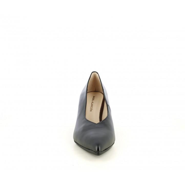 Zapatos tacón Angel Alarcón negros con punta fina, tacón ancho y escote de pico - Querol online