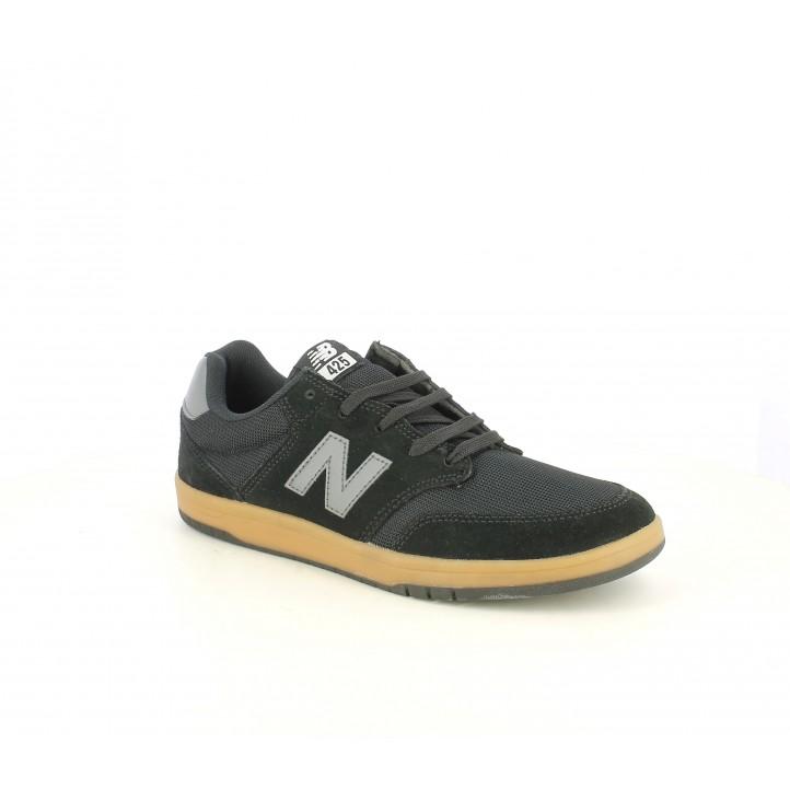 Zapatillas deportivas New Balance 425 negras de cordones con suela marrón - Querol online