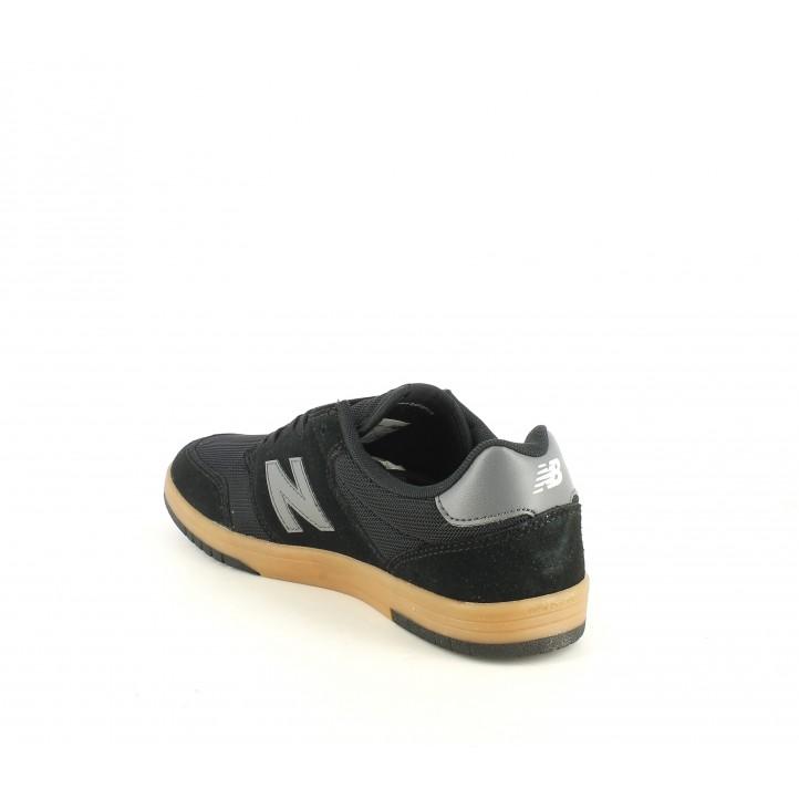 Sabatilles esportives New Balance 425 negres de cordons amb sola marró - Querol online