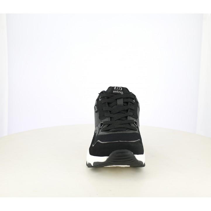 Zapatillas deportivas Mustang negras de cordones con plataforma blanca - Querol online