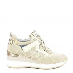 Zapatillas deportivas Nero Giardini beig combinado con deferentes texturas con cordones y cuña