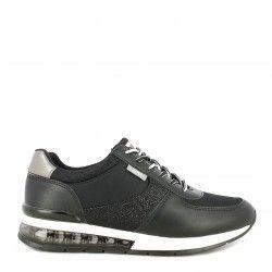 Zapatillas deportivas Xti negras con cordones camara de aire