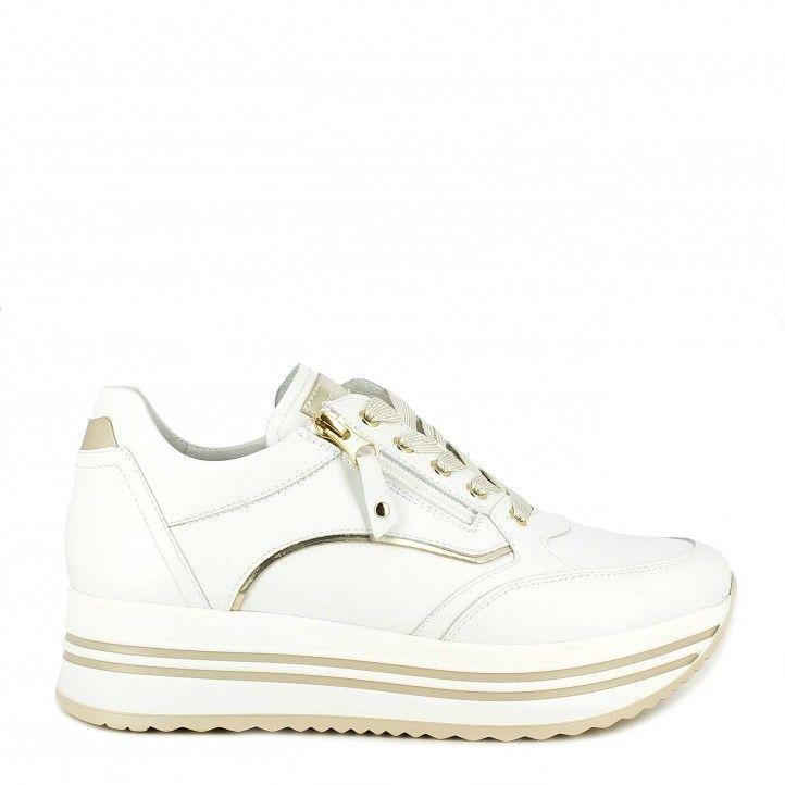 Zapatillas deportivas Nero Giardini blanca con cordones y cremallera lateral, detalles dorados - Querol online