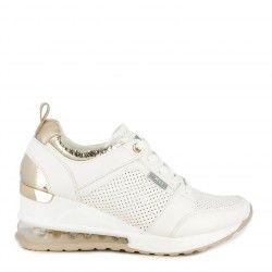Zapatillas deportivas Xti blanca con detalles dorados cuña de 6cm y camara de aire