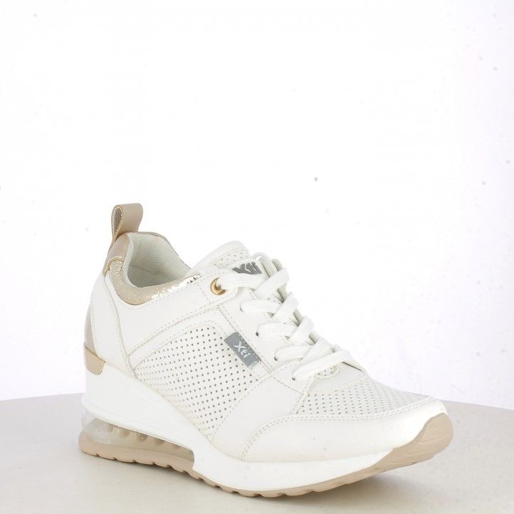 Zapatillas deportivas Xti blanca con detalles dorados cuña de 6cm y camara de aire - Querol online