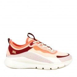 Zapatillas deportivas Xti tonos coral con cordones y suela de goma muy ligeras