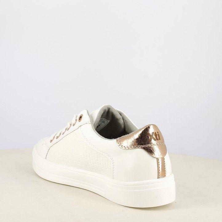 Zapatillas deportivas Xti blancas con cordones, detalles dorados - Querol online
