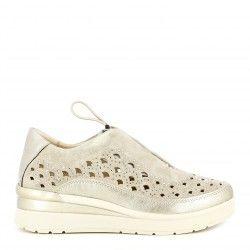 Zapatillas deportivas STONEFLY crema con elásticos, cuña y adornos metálicos - Querol online