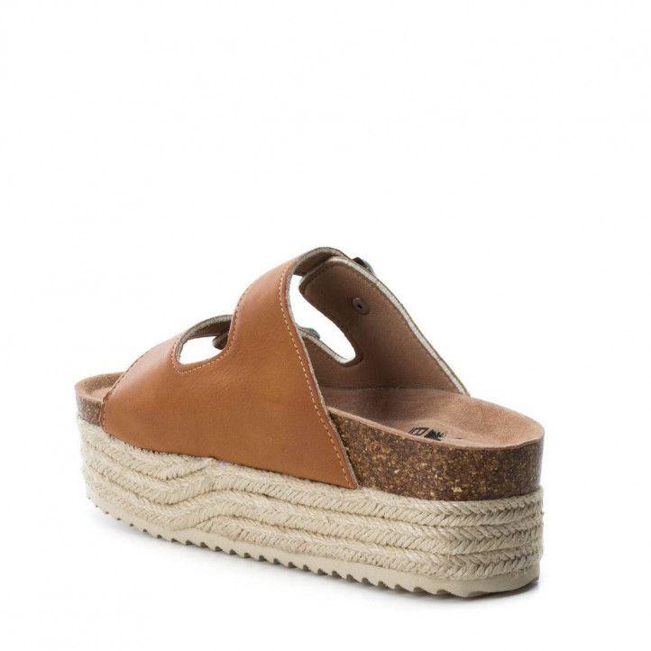Sandalias plataformas Owel marrones con suela estilo esparto, puntera redonda y acabados en espejo - Querol online