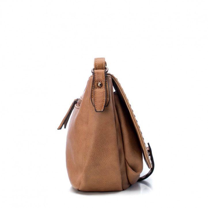 bolsos Refresh marrón en formato bandolera y tachuelas - Querol online