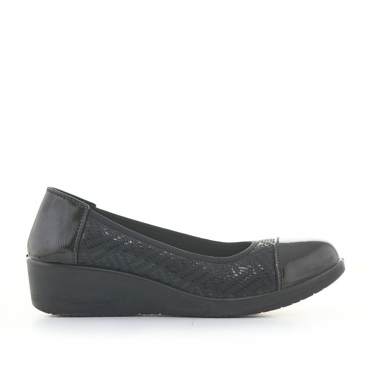 Zapatos cuña Amarpies negras estampadas con cuña media - Querol online